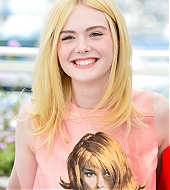 elle fanning, how to talk to girls at parties, photocall, cannes