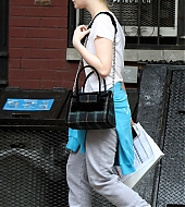 elle fanning, candids, new york city, woody allen, on set, october 11 2017